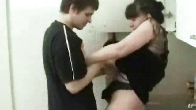 Von der Mitbewohnerin nackt erwischt! reife weiber beim sex